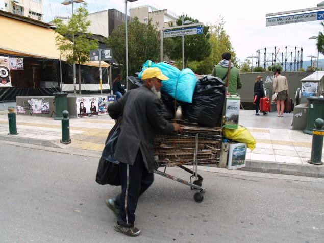 Mobilt hjem i Aten. Det er mange som bor på gata eller har hus på hjul som denne mannen i bydelen Keramikos.