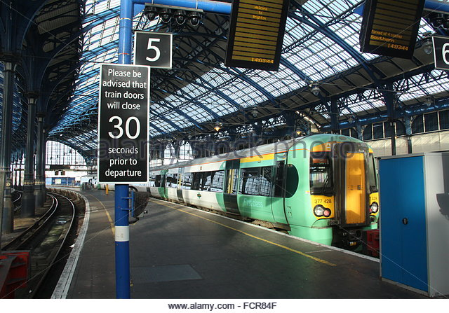a-southern-railway-train-in-brighton-station-fcr84f1
